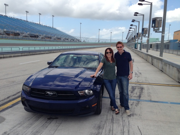 Ford_Mustang_NASCAR_Track
